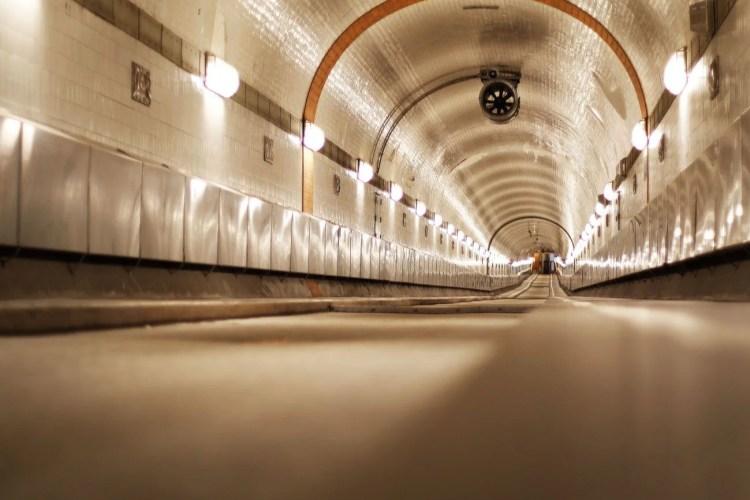 Elbe Tunnel - тунелът под река Елба