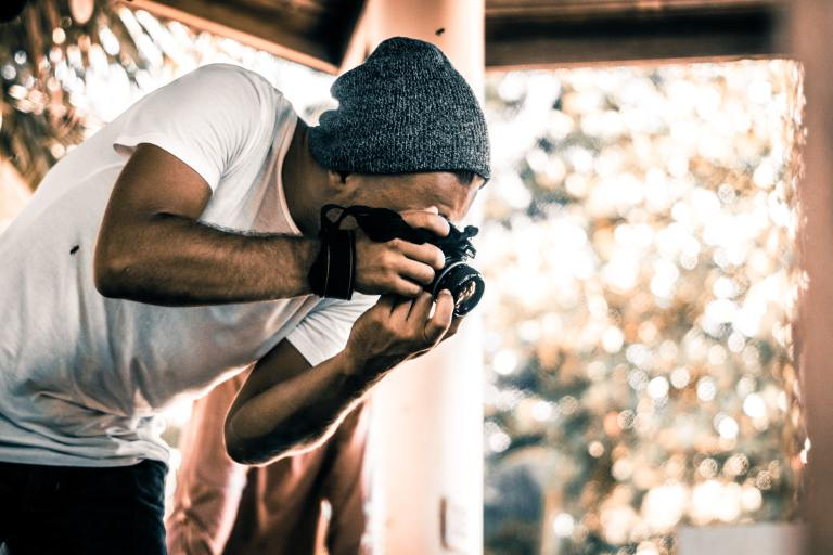Photographer capturing close-up; Engaging imagery for better blog content