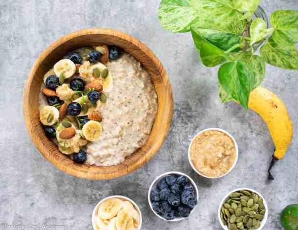 quinoa porridge with berries and seeds