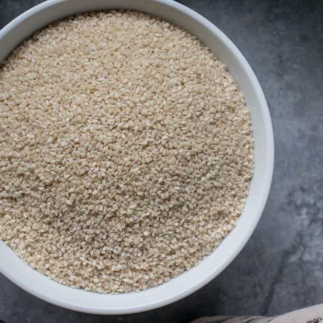 brown sesame seeds for making gomashio