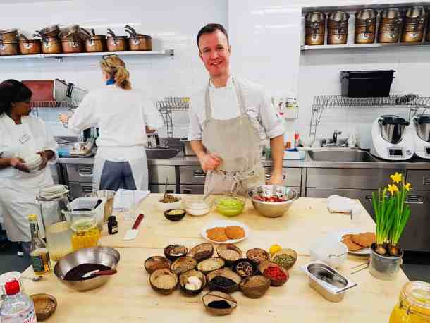 Jamie-teaching-a-healthy-cooking-class
