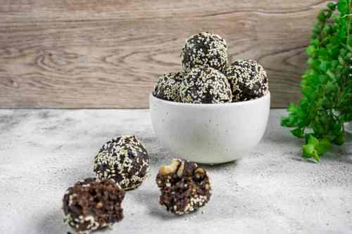 chocolate-bliss-balls-ready-to-eat