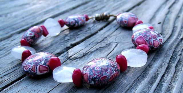 bijou en pierre naturelle