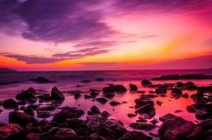 蠍座5度  「大きな岩場の海岸」