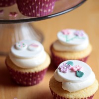 Easter Cupcake Fondant Toppers {tutorial}