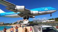 St. Maarten. Landing over Sunset Beach