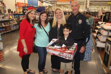 shopwithacop4 Shop with a Cop event warms hearts, brings smiles