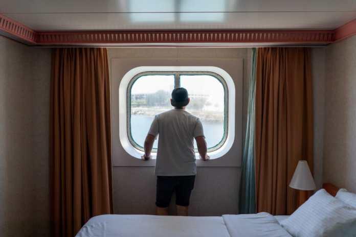 Zaandam, a ship with 77 sick passengers wants to dock at Port Everglades