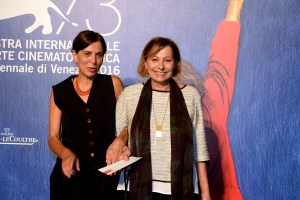 29526-Pre-opening_screening_-_Sala_Darsena_-_Tutti_a_casa__Francesca_ed_Eleonora_Comencini____ASAC__la_Biennale_di_Venezia