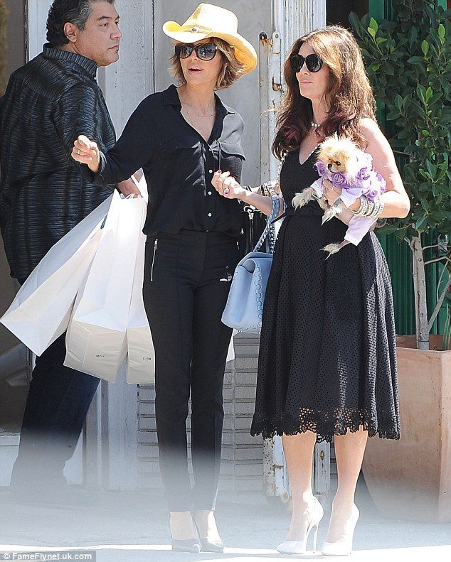 Lisa Rinna & Lisa Vanderpump stopped by Hollywood Hatters!