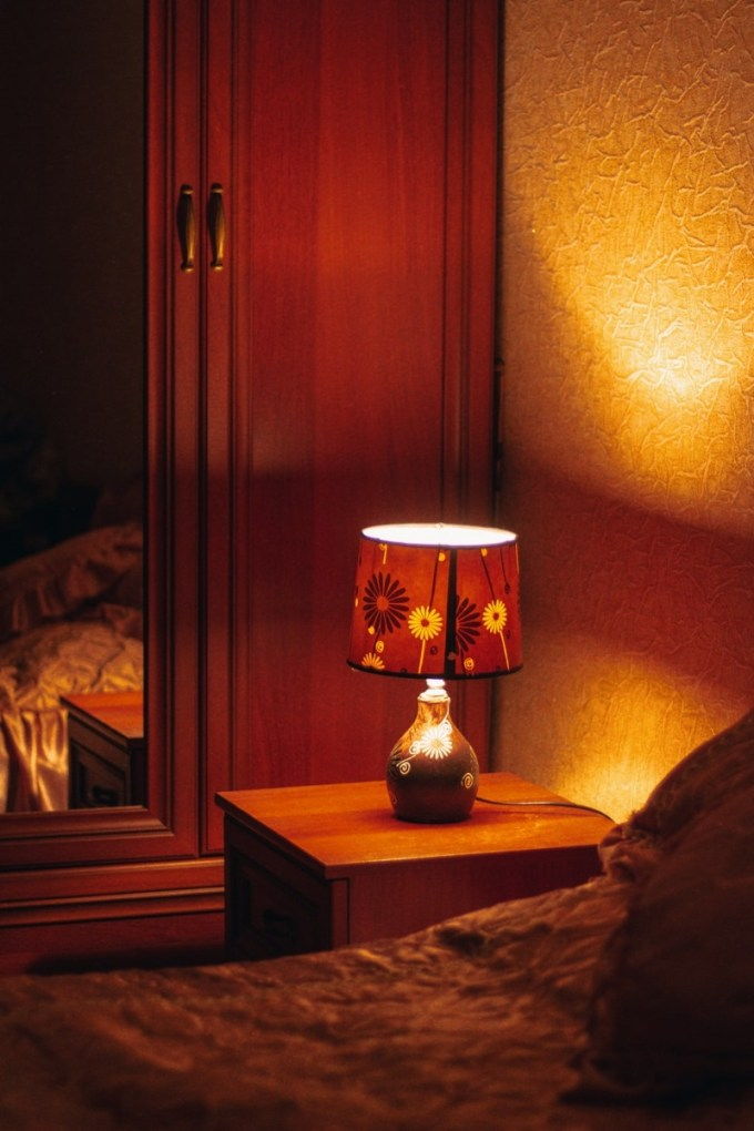 Floral charm bed lamp