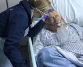 Transformer-actrice deelt foto van vader die op sterven ligt: 'Harde realiteit van het coronavirus'