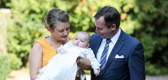 Schattige foto's! Prins Charles van Luxemburg in het geheim gedoopt