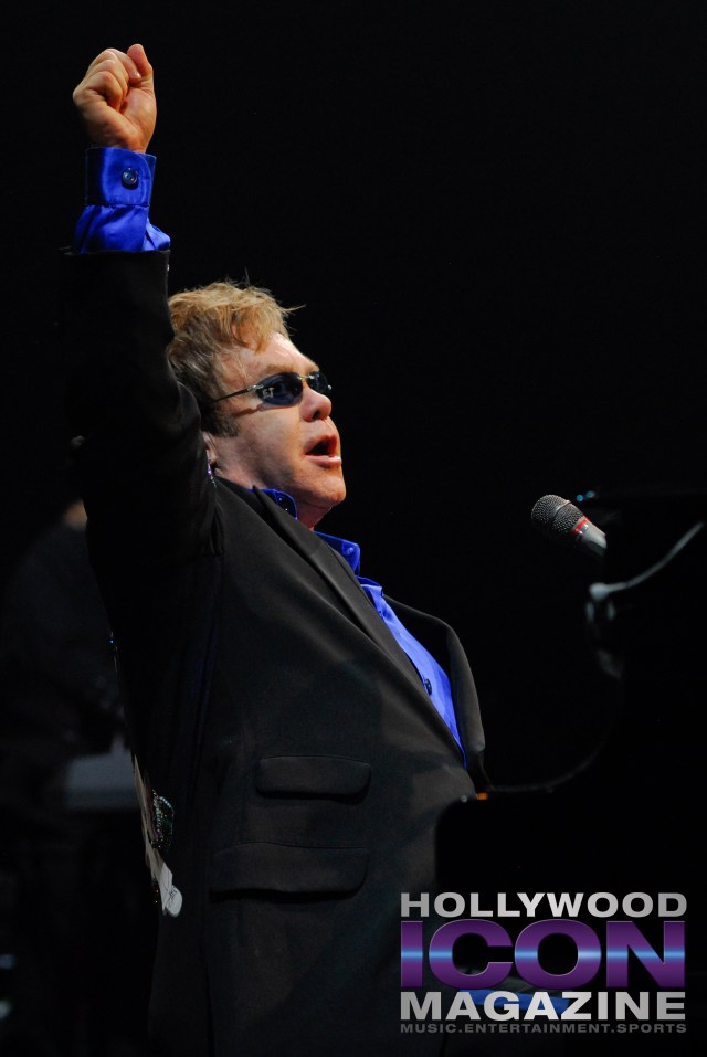 Sir Elton John Yakima Sundome © JB Brookman Hollywood Icon Magazine-22f
