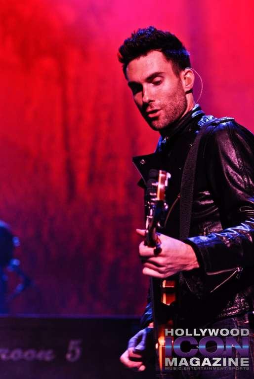 Maroon-5-Santa-Barbara-Bowl-©-2010-JB-Brookman-Photography-Hollywood-Icon-Magazine--12fhim