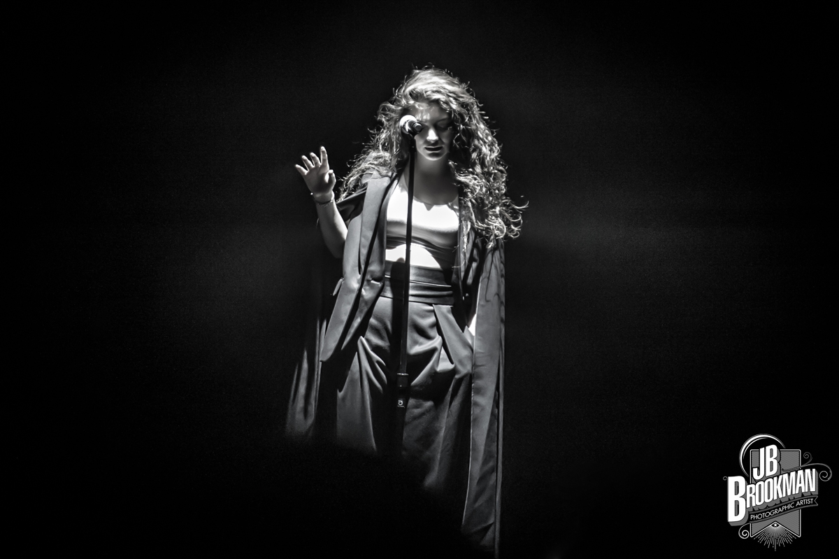 Concert Review: Lorde Dazzles During Sold Out Grand Ole Opry Performance (Photos)