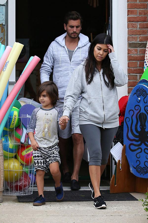 Kourtney Kardashian Protecting Kids — Sacrifices Scott ...