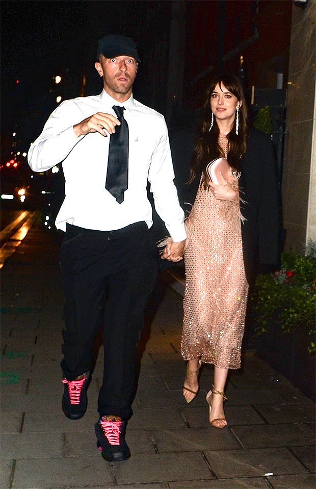 London, UNITED KINGDOM - *EXCLUSIVE* Cold play star Chris Martin and longtime girlfriend Dakota Johnson spotted at the Claridges Hotel in London on Wednesday night.The star can be seen wearing a shirt and tie along with a pair of chunky trainers and standout neon pink laces.Pictured: Chris Martin, Dakota JohnsonBACKGRID USA 14 OCTOBER 2021 BYLINE MUST READ: TJ / BACKGRIDUSA: +1 310 798 9111 / usasales@backgrid.comUK: +44 208 344 2007 / uksales@backgrid.com*UK Clients - Pictures Containing ChildrenPlease Pixelate Face Prior To Publication*
