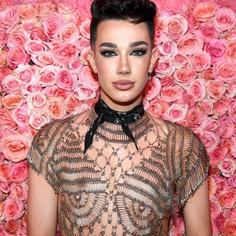 Блогер YouTube Джеймс Чарльз, 19 лет, теряет 3 миллиона подписчиков после того, как гуру красоты «обманывает мужчин, заставляя их быть геями» и обманывает свою наставницу Тати Уэстбрук. Знаменитости покидают блог визажиста.