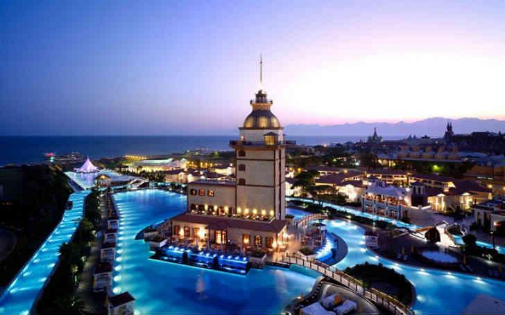 高級リゾートホテル 評判のプール