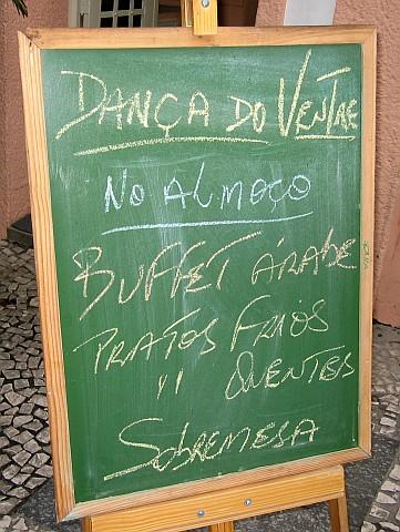 Placa do restaurante Jacob, na Rua Direita, onde tem dança do ventre na hora do almoço - 04/06/2004
