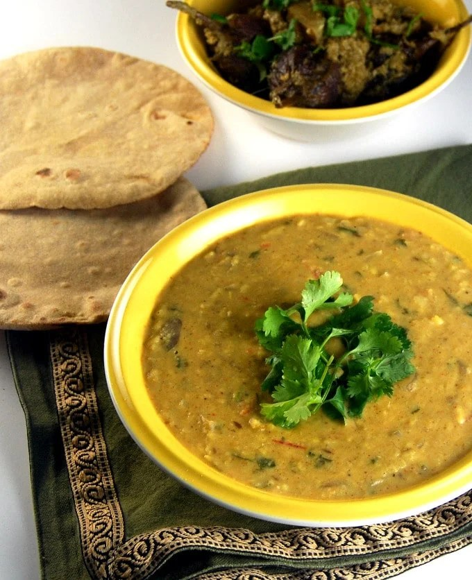 Ma Ki Dal, a creamy, comforting dal made by moms all over India. https://holycowvegan.net