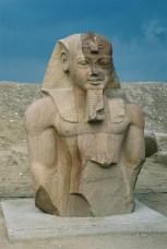 Photo: Cornelis Hulsman, statue of Ramses II..