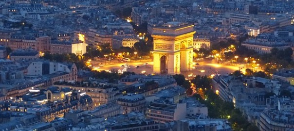 paris terrorist attack, picture of arc de triomphe and Paris at night