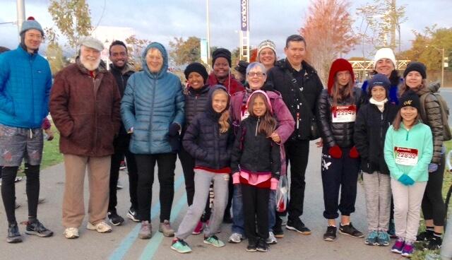 photo of HT refugee volunteers at the Scotiabank marathon