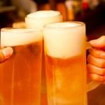 ビールで乾杯 忘年会 飲み会