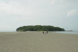 沖ノ島への浜辺