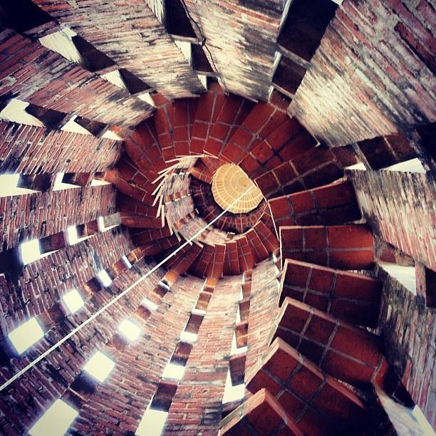 La escalera de la iglesia del Cristo Obrero, de Eladio Dieste, 1952, Atlántida, Uruguay.