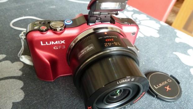 El tamaño relativo del objetivo motorizado en la Panasonic Lumix DMC-GF3X