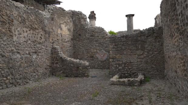 Una tienda romana en Pompeya, con su depósito de agua
