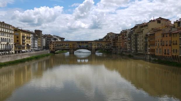 El Ponte Vecchio a lo lejos