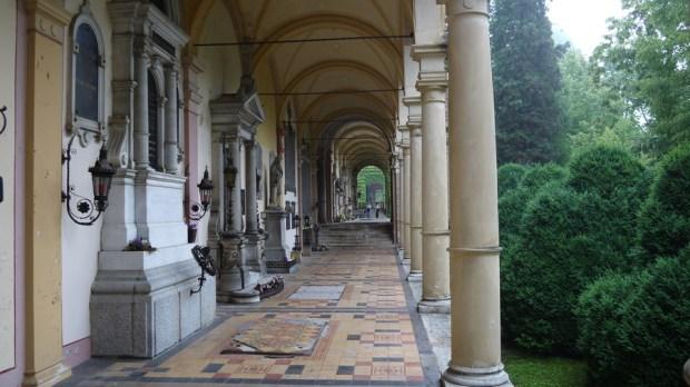 Corredores del cementerio Mirogoj en Zagreb II