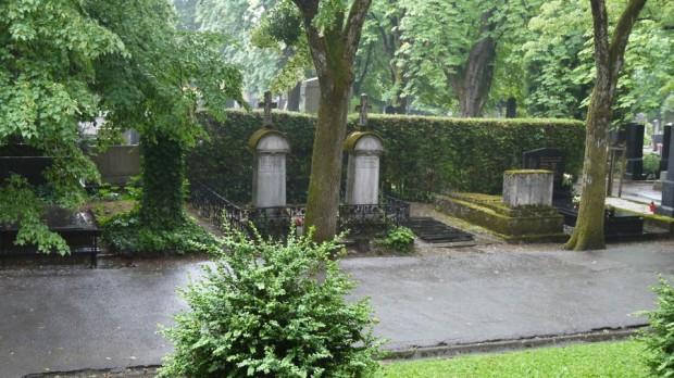 Tumbas en el cementerio Mirogoj en Zagreb