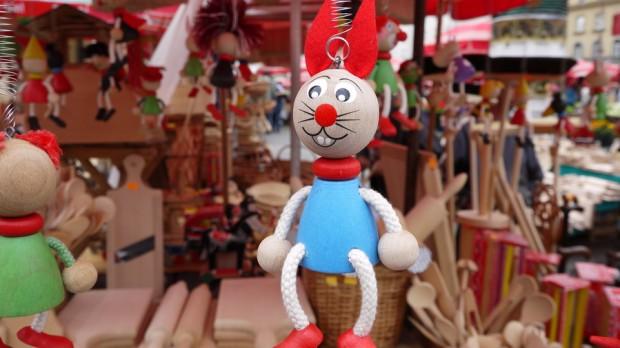 Un conejo colgado en el mercado de Dolec