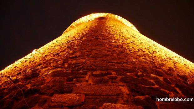 Torre de Gálata desde abajo, Estambul