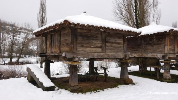 Hórreos en la nieve