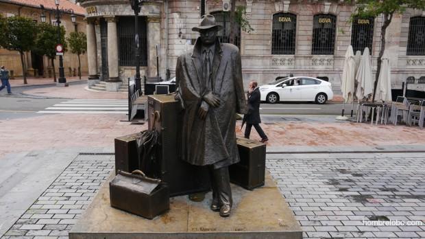 El viajero, escultura en la calle