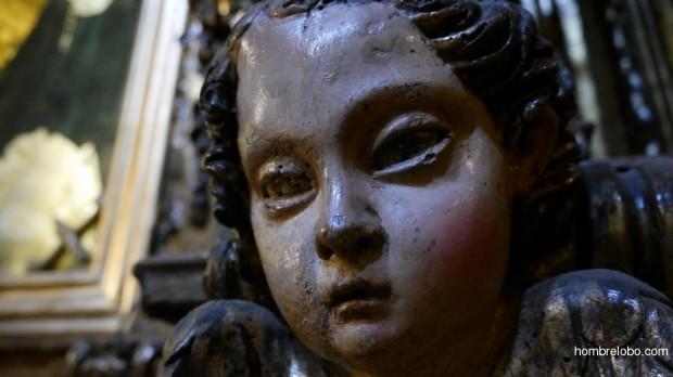 Ángel en la Iglesia de San Isidoro, en la Plaza de la Constitución de Oviedo