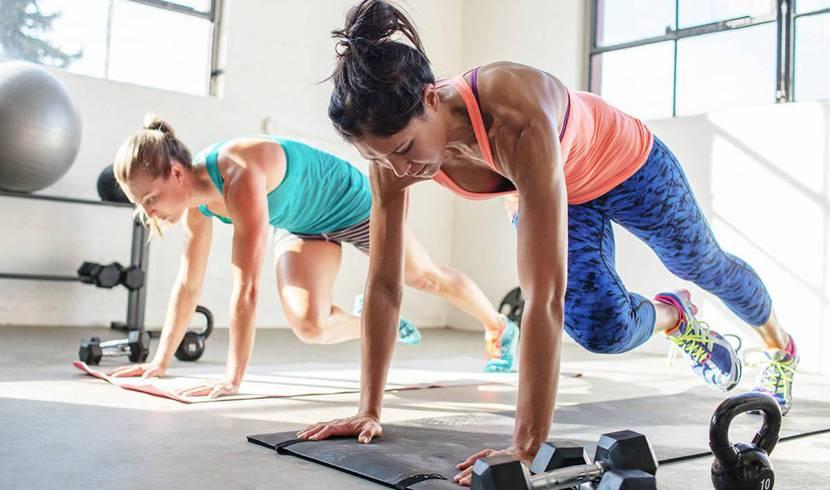 Chicas entrenando hiit