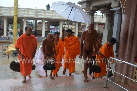 Humcha-Hombuja-Jain-Math-Muni-Panchakalyanasagar-Vairagyasagar-Mangala-Pravesha-0009