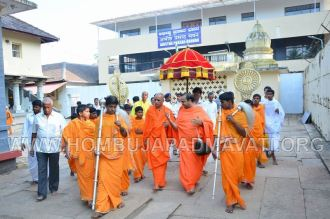 Hombuja-Humcha-Jain-Math-Visit-Nirmalananda-Swamiji-Adichunchanagiri-0012