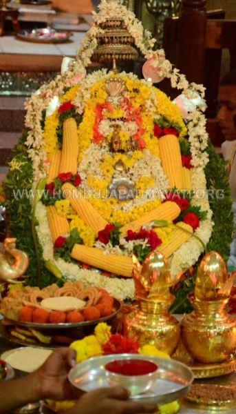 Navaratri-Dasara-Hombuja-Humcha-Jain-Math-2018-Day-07-0021