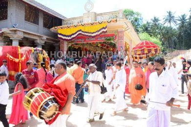 Navaratri-Dasara-Hombuja-Humcha-Jain-Math-2018-Day-09-0010