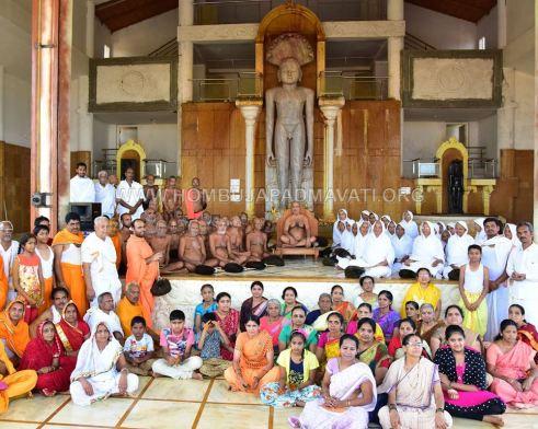 Acharya-Vardhamansagarji-Maharaj-Guddada-Basadi-Hombuja-Jain-Temple-Mastakabhisheka-0001