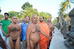 Acharya-Vardhamansagarji-Maharaj-Hombuja-Jain-Temples-Darshan-0012