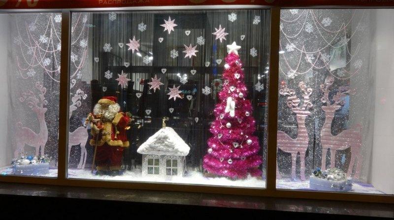 новогодний декор на окнах домик с пенопласта